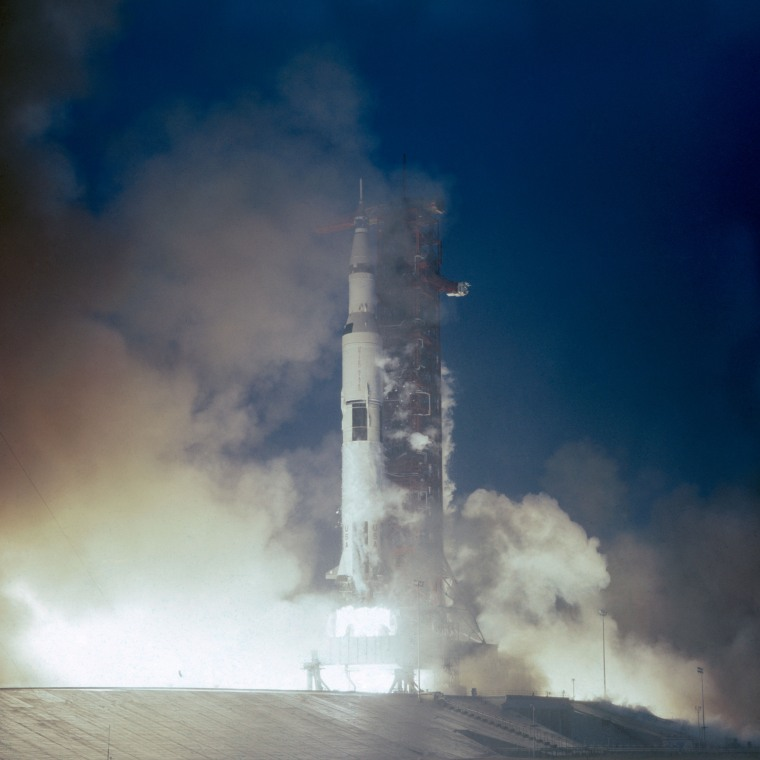 Apollo_12_launches_from_Kennedy_Space_Center